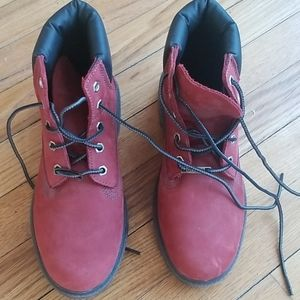 Ladies maroon leather Timberlands. New condition